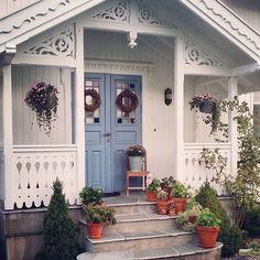 Norwegian House, Norwegian Style, Scandinavian Style Home, Scandinavian Cottage, Small Cottage Designs, Swedish Cottage, Porch Addition, Pergola Carport, Decks And Porches