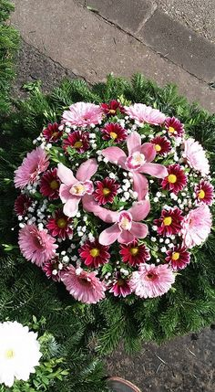 Funeral Floral Arrangements, Tropical Flower Arrangements, Beautiful Flower Arrangements, Beautiful Flowers, All Flowers Images, Large Flowers, Flower Shop Interiors, Cemetery Flowers, Funeral Flowers