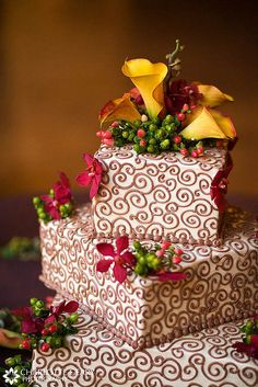 Square wedding cake with autumn flowers