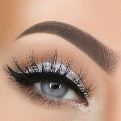 Silver Eye Makeup Looks to Try - Beauty Home - 40 Silver Eye . - Silver Eye Makeup Looks to Try – Beauty Home – 40 Silver Eye Makeup Looks You Must Try - Prom Eye Makeup, Silver Eye Makeup, Homecoming Makeup, Natural Eye Makeup, Eye Makeup Tips, Bridal Makeup, Eyeshadow Makeup, Beauty Makeup, Makeup Ideas