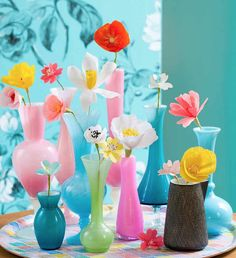 P E T I T P A N / Collection of vases in opaline