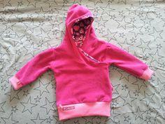 Wieder vergrößert nach dem Schnitt: Lapped Front Infant Hoodie nach der Anleitung von: http://leafytreetopspot.blogspot.ca/2012/10/lapped-front-infant-hoodie-tutorial-and.html?m=1 Material: Wollfleece von stofftanten.de, Jersey simply pears von Hamburger Liebe, ringelbündchen ..... genäht von Sarah D.