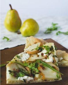 Notre inspiration #fraichementpresse du jour : la pizza fromage de chèvre bacon et poire d' @alex.cuisine! . . . . . . #instafood #feedfeed #foodstyling #vegan #pizza #bacon #cheese #foodandwine #vscofood #foodphotography #eatclean #fresh #healthyfood #f52grams #fbcigers #bonappetit #thekitchn #fresh #onthetable #realfood #eathealthy