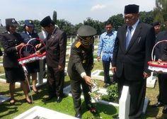 Deddy Mizwar: Lebih Kehilangan Jabatan Daripada Saya Tidak Membela Al Qur'an Quran, Hats, Hat, Holy Quran, Hipster Hat