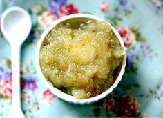 Vanilla Bean Applesauce. Holy yum. MUST TRY!