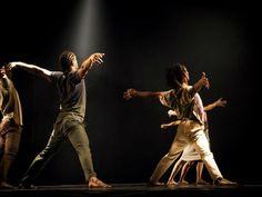 O Encontro Internacional de Dança Contemporânea, que acontece de 25 de abril a 23 de maio, oferece atrações internacionais e nacionais.