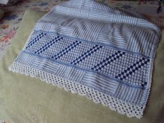 Swedish Weaving, Outdoor Blanket, Embroidery, Knitting, Crafts, Simple Embroidery, Linen Tablecloth, Embroidery Stitches, Throw Pillows