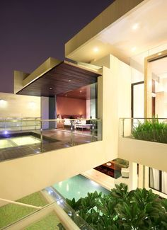 Static House by TWS & Partners. A not so big looking house in the front but a gorgeous majestic heavenly spaces inside (in Indonesian) Amazing Architecture, Interior Architecture, Creative Architecture, Balcony Design, My Dream Home, Dream Homes, Exterior Design, Future House, Jakarta
