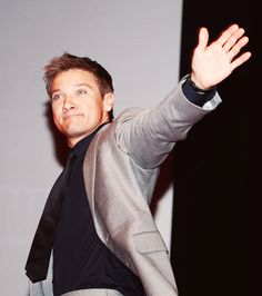 Jeremy Renner.....look at that face.....how could you not love that face?!