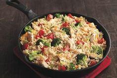 Un plat de poulet et de légumes facile à faire qui regorge de fromage!