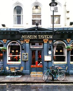 London store front - museum tavern with outdoor table, lamp, bicycle artist Coffee Shop Design, Cafe Design, Cafe Exterior, Restaurant Exterior, Modern Exterior, Café Restaurant, Paris Store, Building Front, Santa Fe