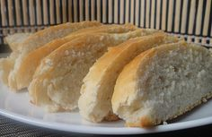 Garlic Loaf: Step by step instructions on how to make fresh garlic loaf. Bread Making, How To Make Bread, Baking For Beginners, Just Cakes, Fresh Garlic, Hot Dog Buns, Food Videos, Breads, Easy Meals