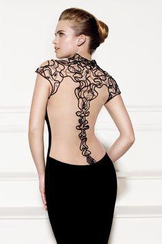 Vista detallada de la espalda efecto tattoo del modelo Andi