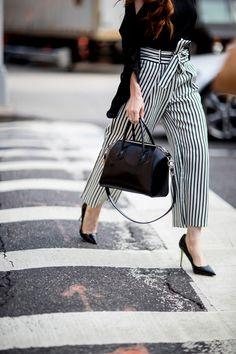 Si optas por un pantalón estampado, el de rayas es el que más estiliza