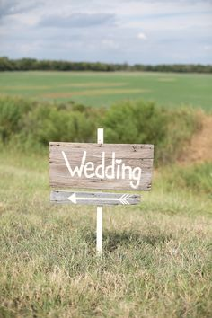 #wood #wedding #sign @weddingchicks