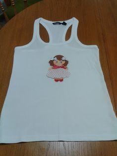 Camiseta con muñequita de fieltro by La Maryeta