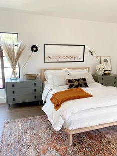 Tips for Shopping for Affordable Vintage-Style Rugs (Along With My Picks!) — Mix & Match Design Company Find tips for shopping affordable vintage-style rugs. Beautiful modern traditional bedroom with vintage style rug. Home Bedroom, Modern Bedroom, Contemporary Bedroom, Natural Bedroom, Bedroom Rugs, Light Bedroom, Minimalist Bedroom, 1980s Bedroom, Small Master Bedroom