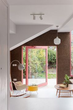 Cork walls and pink window frames characterise Nimtim Architects' London house extension - Cork House by Nimtim Architects is a cork-clad extension to a Victorian home - London Townhouse, London House, Victorian Terrace House, Victorian Homes, Residential Architecture, Interior Architecture, Architecture Memes, Temple Architecture, Japanese Minimalist