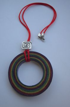 Collar largo serpentina yespiral de Recicla tu entorno por DaWanda.com