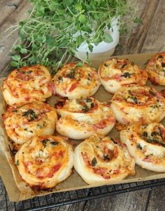 Pizzapullat keräävät suosiota somessa – tässä resepti, jota et halua missata Pizza Buns, Pizza Rolls, Swedish Recipes, I Foods, Food Inspiration, Love Food, The Best, Food Porn, Food And Drink
