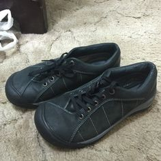 Keens Like new! Only worn a few times! Great value! Keens Shoes Athletic Shoes