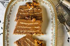 Λαχταριστή Νουγκατίνα σοκολάταςμε πραλίνα.Μια συνταγή (από εδώ) να λαχταριστό γλυκό που σίγουρα θα σας αποζημιώσει, εσάς και τους καλεσμένους σας, με τη