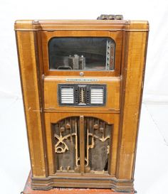 Rock ~ Ola ~ Coin op juke box ~ Juebox series B type 3 ~ Walnut cabinet ~ Measures 52 inches high x 31 inches wide x 24 inches deep