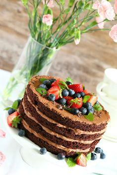 Suklaapossu: Törkeän hyvä majoneesisuklaakakku suklaamoussetäytteellä + arvonta