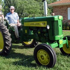 Do you think Peoples Choice deserves to win the Steiner Tractor Parts Photo Contest?  Have your say and vote today for your favorite antique tractor photos!
