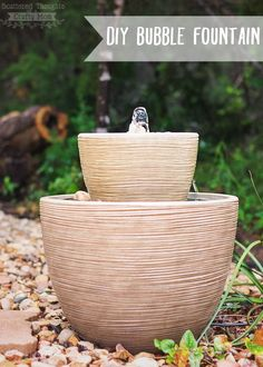 Turn these easy backyard projects into a family activity. Check out which furniture pieces you and the kids can make for the next DIY weekend! 18 Easy Backyard Projects To Make & Enjoy With The… Diy Water Fountain, Diy Garden Fountains, Outdoor Fountains, Patio Fountain, Fountain Ideas, Bamboo Fountain, Homemade Water Fountains, Diy Water Feature, Backyard Water Feature
