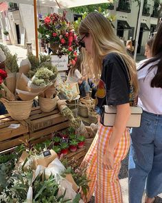 « Friendly reminder not to settle for less than you deserve. You don't owe people explanations for your feelings. Friendly reminder that… Parisian Style Fashion, Look Fashion, 70s Fashion, Korean Fashion, Vintage Fashion, Looks Style, Style Me, Summer Outfits, Cute Outfits