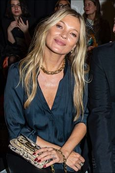 Kate Moss's trick to be radiant and take off years (you can do it) - For You Estilo Kate Moss, Kate Moss Hair, Moss Fashion, Paris Fashion, Kate Moss Style, Queen Kate, Giorgio Armani, Lou Doillon, Moda Paris