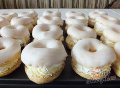 Věnečky s pudinkovým krémem | NejRecept.cz Eclairs, Czech Desserts, Food Porn, Doughnut, Muffins, Cake Recipes, Sweet Tooth, Garlic, Cheesecake