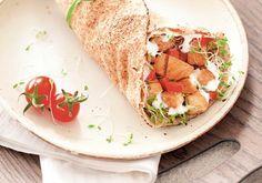 Em menos de 15 minutos, você degusta o suculento sanduíche de frango no pão sírio, da blogueira Mimis.