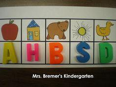 Literacy center ideas (pre-k & k)d Værksted med en linie af billeder hvor eleverne så skal sætte det rigtige bogstav nedenunder. Evt. skrive det.