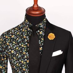 Our popular Verona poplin shirt paired with a Black silk woven tie and Yellow microfiber lapel pin. www.Grandfrank.com