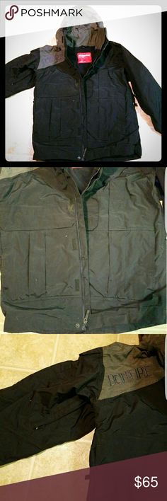 Bonfire snowboarding jacket In great condition. Only used for one trip. Has been sitting in closet ever since.  Needs new owner. bonfire  Jackets & Coats Ski & Snowboard