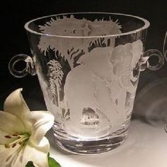 This African Savannah elephant design crystal wine cooler is created by Evergreen Crystal.