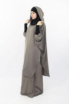 Young tunic, simply wear it to be well dressed! Muslim Women Fashion, Modest Fashion, Girl Fashion, Fashion Dresses, Burqa Designs, Abaya Designs, Diy Fashion Hats, Hijab Fashion, Hijab Style Dress