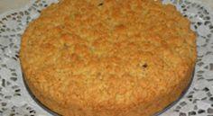Sbriciolata alla crema. Crema pasticcera italienischer creme kuchen mit Kirschen