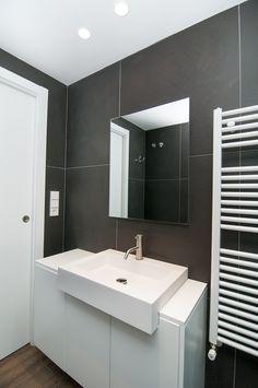 www.mueblesalacarta.com Mueble adaptado a un lavabo existente, para un aseo de pequeñas dimensiones.