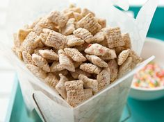 Blogger Angie McGowan of Electric Recipes shares a fun, sweet snack idea using Rice Chex cereal. Yum!