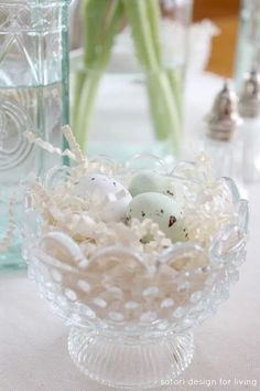 Nature Inspired Easter Decor - Glass Bowl Nests with Speckled Chocolate Eggs - Satori Design for Living White Hand Towels, Spring Projects, Party Entertainment, Ginger Jars, Spring Home, Beautiful Kitchens, Light In The Dark, Nests, Tablescapes