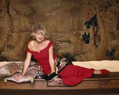 Photo of S. Arnstein photoshoot for fans of Helen Mirren. Celebrity Faces, Celebrity Photos, Helen Miran, Dame Helen, Best Actress Award, Actor Picture, Famous Women, Real Women, First Girl