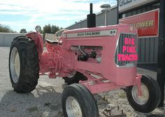 A confused tractor. Not a pink Jeep. Pink Tractor, Allis Chalmers Tractors, Pink Jeep, Pink Cadillac, Old Cars, Country Girls, Pretty In Pink, Vintage Cars, Cool Pictures