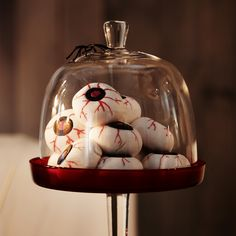 To turn food or snacks into an eye-catching decoration, serve them in see-through serveware. And for more drama, play with serving them at different heights.