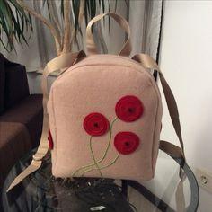 Felt backbag with poppies