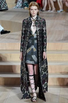 http://www.style.com/slideshows/fashion-shows/fall-2015-couture/valentino/collection/36
