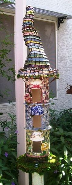 Fairy House...love the roof.  Totem and bird house inspiration from this image.