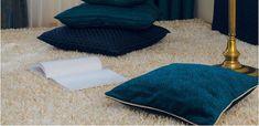 Néhány gondosan kiválasztott díszpárna bármely helyiség hangulatát megváltoztathatja. Rugs, Home Decor, Farmhouse Rugs, Decoration Home, Room Decor, Floor Rugs, Rug, Carpets, Interior Decorating